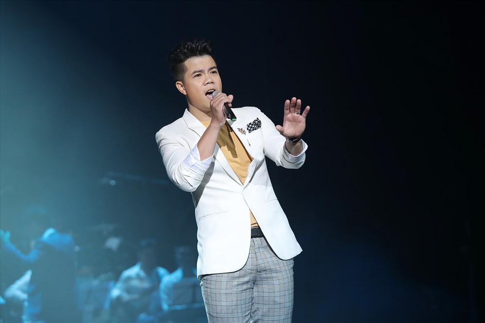 Nam ca sĩ Đinh Mạnh Ninh cũng góp mặt trong chương trình.