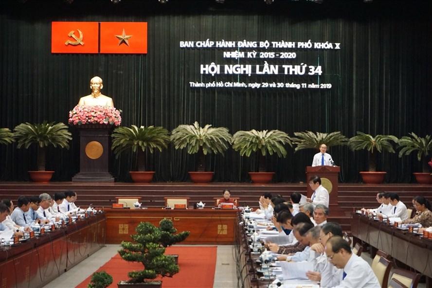 Bí thư Thành ủy TPHCM Nguyễn Thiện Nhân phát biểu tại Hội nghị Thành ủy lần thứ 34 nhiệm kỳ 2015 - 2020.  Ảnh: M.Q