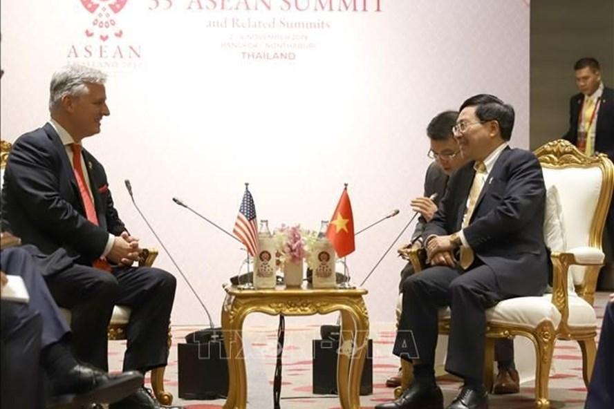 Phó Thủ tướng, Bộ trưởng Ngoại giao Phạm Bình Minh tiếp Cố vấn an ninh quốc gia Mỹ Robert O'Brien. Ảnh: TTXVN.
