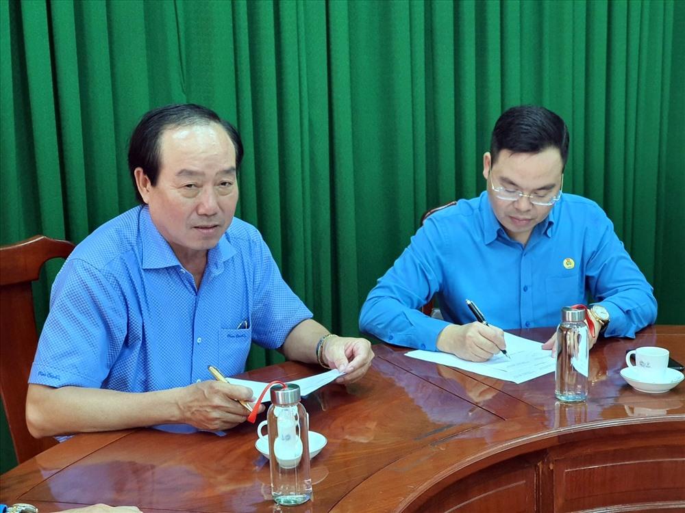 Hai bên ký kết hợp tác ghi nhớ các phần việc sẽ triển khai tại Thiết chế công đoàn Sóc Trăng (ảnh Nhật Hồ)