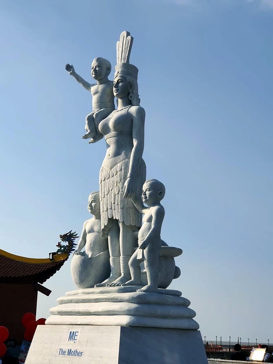 Tượng Mẹ nơi Đất Mũi Cà Mau (ảnh Nhật Hồ)