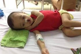 """LD2122: Con trai 4 tuổi mắc bệnh """"lạ"""", gia đình lực bất tòng tâm kêu cứu"""