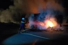 Nghệ An: Xe rơmoóc chở than bốc cháy trong đêm