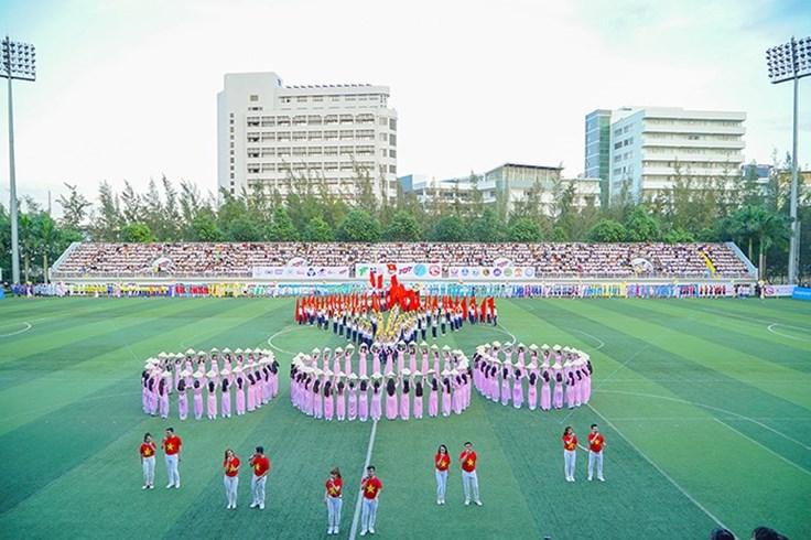 Đồng diễn của sinh viên trên sân đội U22 Việt Nam tập luyện, đạt kỷ lục