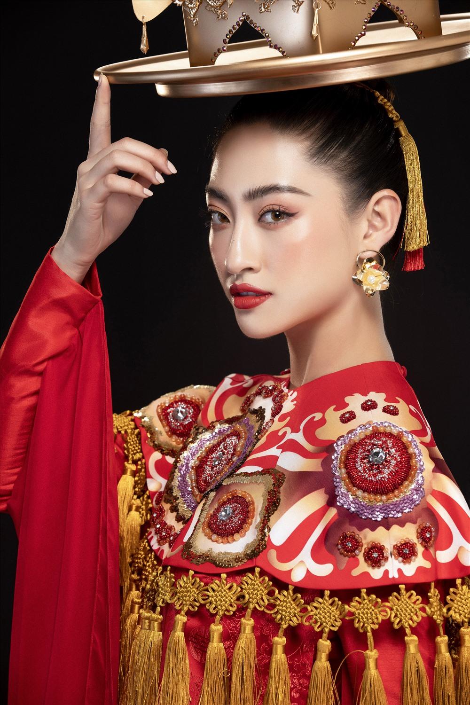 Chỉ còn vài ngày nữa sẽ diễn ra đêm chung kết Miss World 2019, Hoa hậu Lương Thuỳ Linh đang được kì vọng sẽ làm nên chuyện tại đấu trường nhan sắc lớn nhất thế giới này. Ảnh: Lê Thiện Viễn.