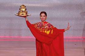 Hoa hậu Lương Thuỳ Linh múa mâm tại chung kết Miss World