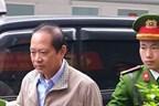 Hình ảnh hai cựu Bộ trưởng Nguyễn Bắc Son, Trương Minh Tuấn hầu tòa
