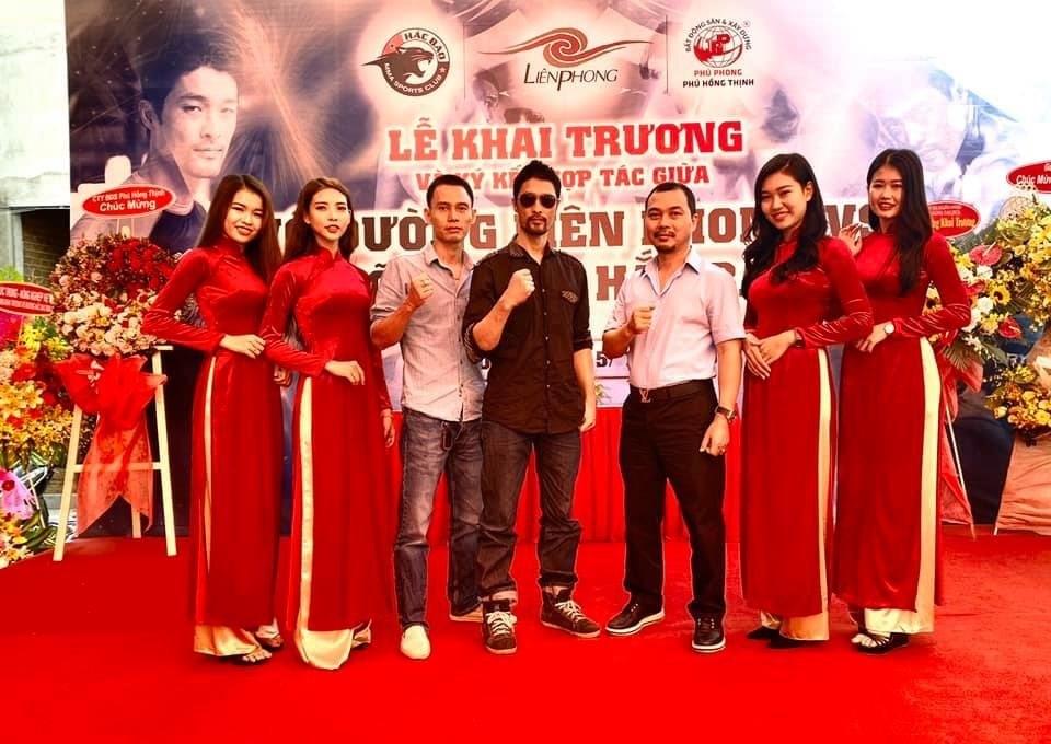 Diễn viên Johnny Trí Nguyễn tham dự khai trương võ đường Hắc Báo MMA Club