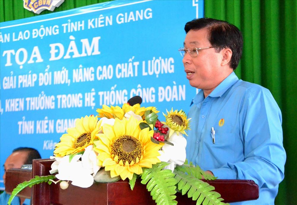 Chủ tịch LĐLĐ Kiên Giang Trần Thanh Việt phát biểu gợi mở buổi tọa đàm. Ảnh: LT