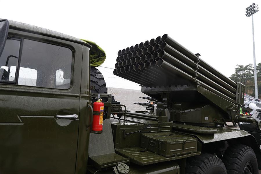 Tổ hợp pháo phản lực BM-21 là loại vũ khí được đánh giá là đơn giản, đáng tin cậy và rất nguy hiểm. Mỗi tổ hợp BM-21 mang theo 40 viên đạn pháo thuốc nổ mạnh 122 mm đủ khả năng san phẳng khu vực rộng 2,5 hecta chỉ trong vài chục giây.
