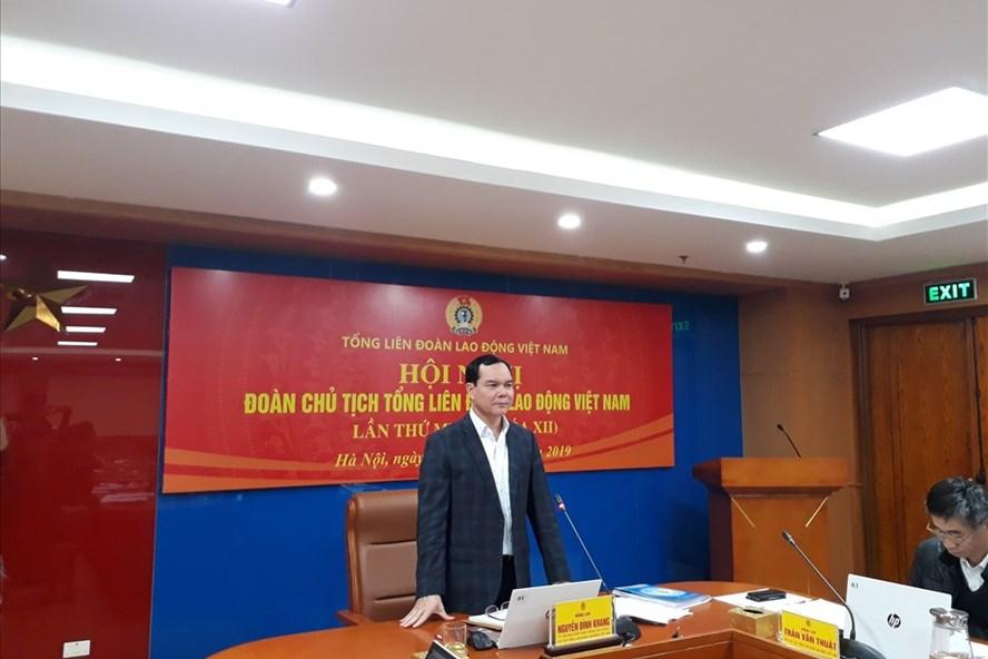Đồng chí Nguyễn Đình Khang - Ủy viên Trung ương Đảng, Chủ tịch Tổng Liên đoàn Lao động Việt Nam - phát biểu tại Hội nghị.