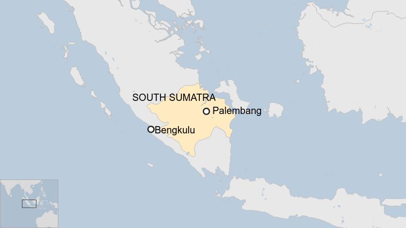 Chiếc xe buýt đã rời thành phố Bengkulu để đến Palembeng. Ảnh: BBC