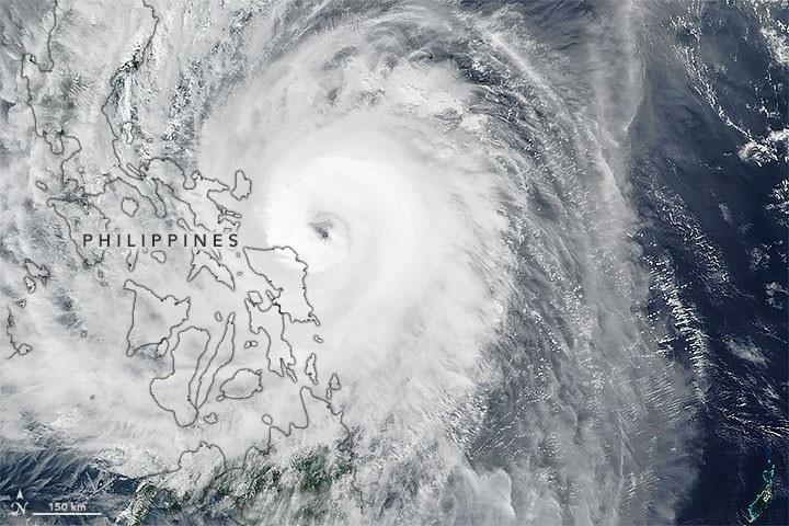 Ảnh vệ tinh của NASA cung cấp hình ảnh bão Tisoy (tên quốc tế: Kammuri) khi bão sắp đổ bộ Philippines hôm 2.12. Ảnh: NASA.