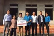 """LĐLĐ huyện Yên Dũng: Trao kinh phí xây """"mái ấm công đoàn"""""""