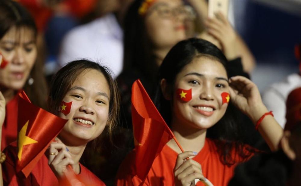 CĐV Việt Nam có mặt trên khán đài. Ành: H.P