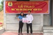 Liên đoàn Lao động huyện Mộc Châu bàn giao Mái ấm Công đoàn