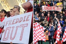 """Wenger out"", ""Emery out"" rồi ""Ljungberg out"": Arsenal còn gì tệ hơn nữa?"