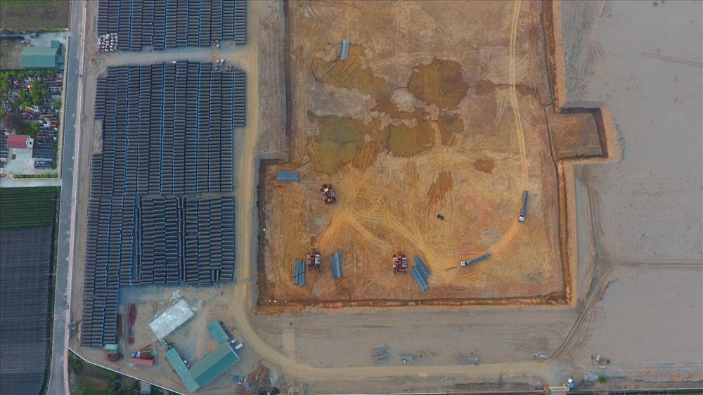 Công trường xây dựng Nhà máy nước mặt sông Hồng, toàn bộ mặt bằng rộng hơn 20 ha đã giải phóng xong.