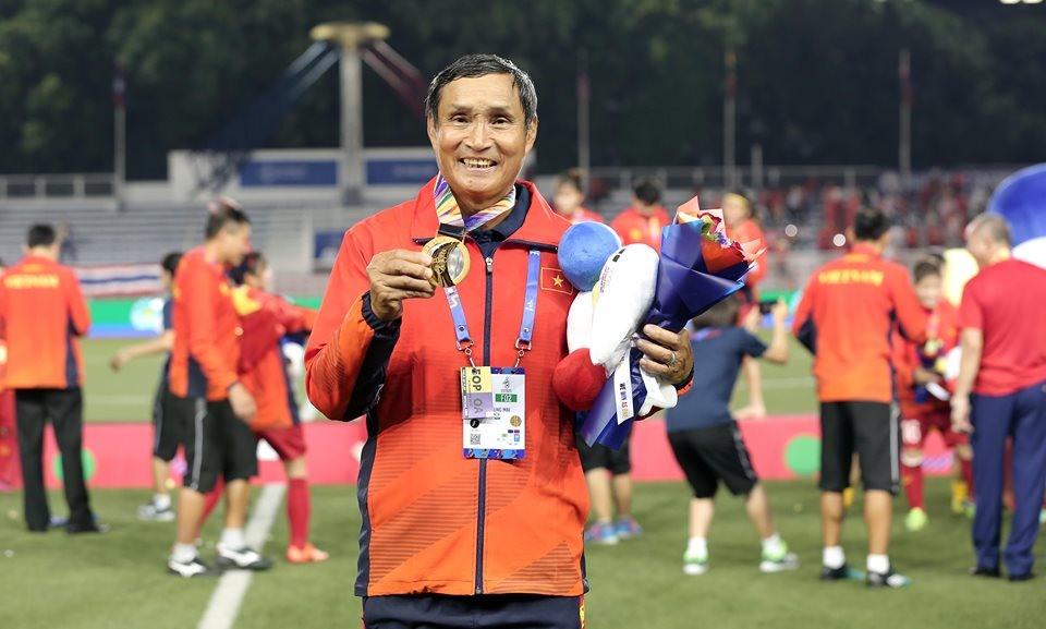 Huấn luyện viên Mai Đức Chung có chiếc Huy chương Vàng SEA Games thứ 4 trong sự nghiệp.