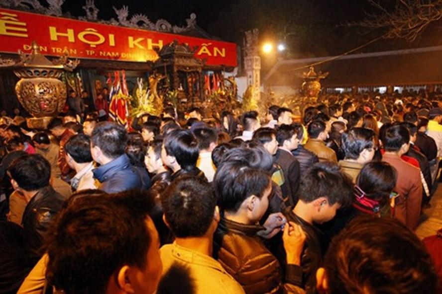 Lễ khai ấn Đền Trần Nam Định thu hút rất nhiều du khách thập phương.