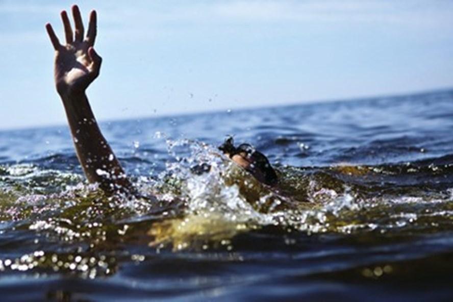 3 cháu rủ nhau ra bờ mương để tắm và bắt cá nhưng không may chết đuối. Ảnh minh họa.