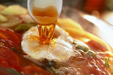 Chỉ cần một giọt nước mắm ngon, món ăn thăng hoa, hương vị đậm đà thuần Việt.
