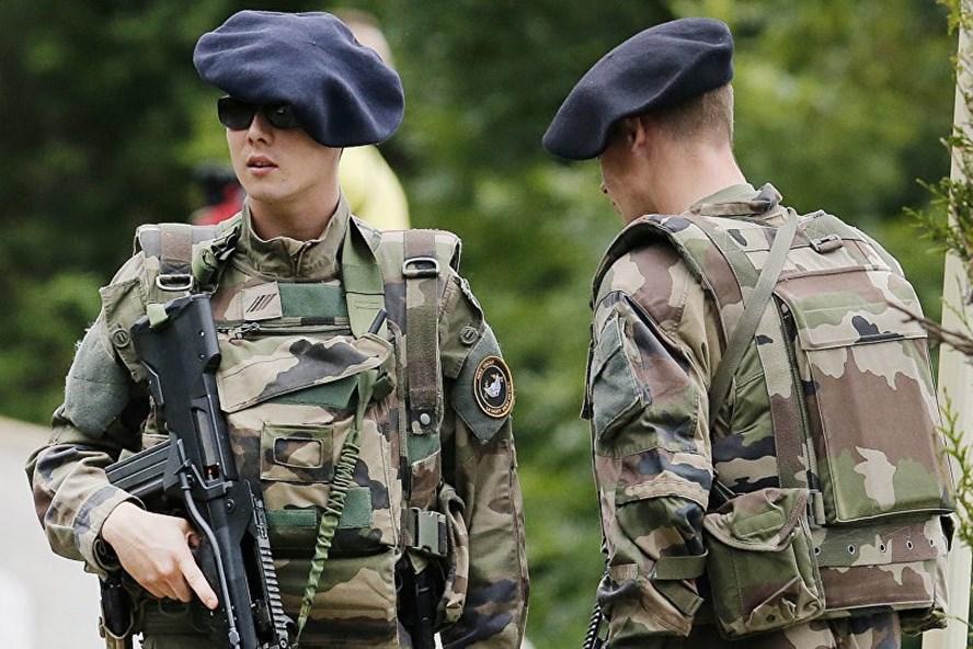 Các binh sĩ quân đội Pháp. Ảnh: AP.