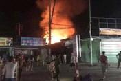 Nghệ An: Cháy chợ dữ dội khiến hàng chục ki ốt bị thiêu rụi