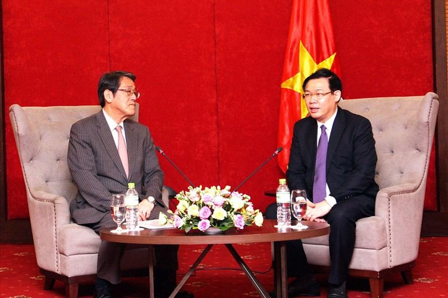 Phó Thủ tướng Vương Đình Huệ tiếp ông Umeda Kunio, Đại sứ đặc mệnh toàn quyền Nhật Bản tại Việt Nam. Ảnh: VGP/Thành Chung