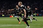 Van de Beek ghi bàn, Ajax thắng tối thiểu Tottenham trên sân khách