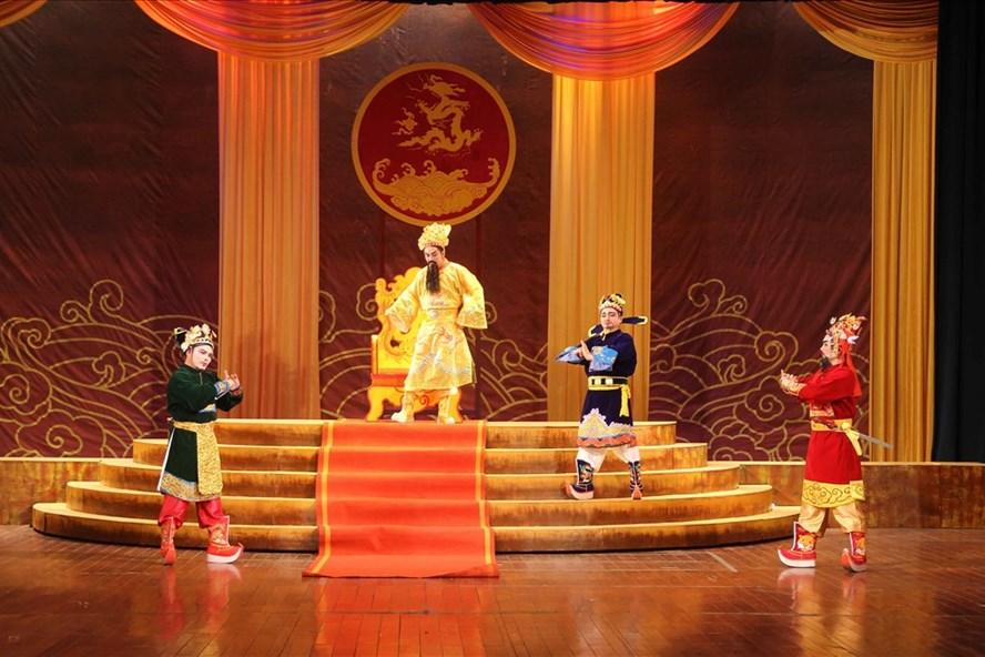 """Vở diễn dự thi đầu tiên """"Triết Vương Trịnh Tùng"""" – Nhà hát nghệ thuật truyền thống Thanh Hóa."""