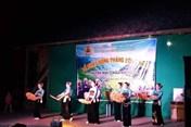 Hòa Bình: LĐLĐ huyện Mai Châu tặng quà cho công nhân xuất sắc