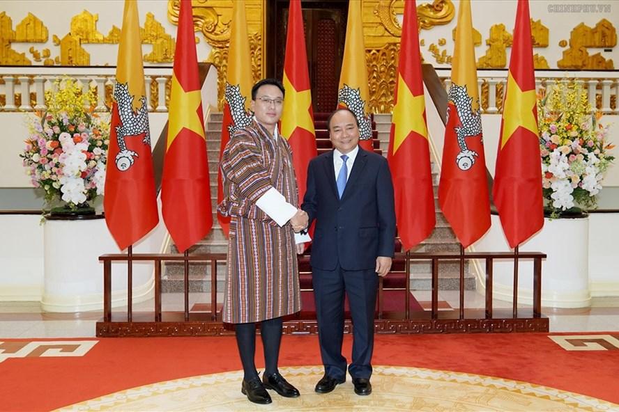 Thủ tướng Nguyễn Xuân Phúc tiếp Chủ tịch Thượng viện Bhutan  Tashi Dorji. Ảnh: VGP.