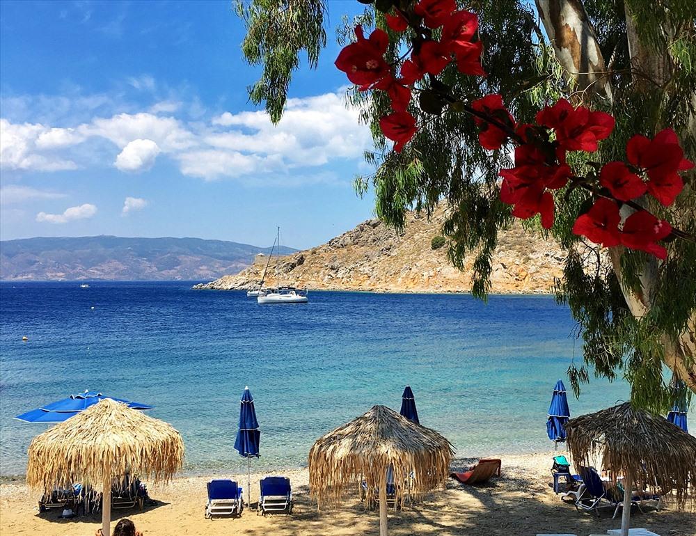 Bãi biển Agios, bãi biển đẹp nhất đảo Hydra thường phục vụ cho khách du lịch.