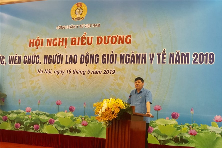 Phó Chủ tịch Tổng LĐLĐVN Phan Văn Anh phát biểu.