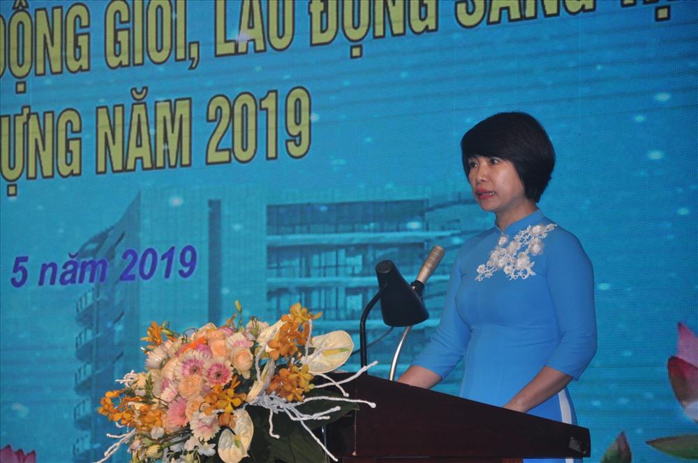 Đồng chí Nguyễn Thị Thủy Lệ, Chủ tịch CĐ Xây dựng Việt Nam phát biểu tại Hội nghị.
