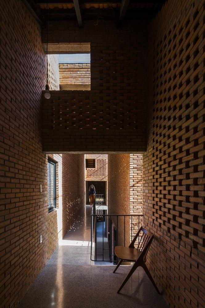 """Ngôi nhà tận dụng triệt để """"kiến trúc mở"""" và kỹ thuật là mát tự nhiên và thụ động."""