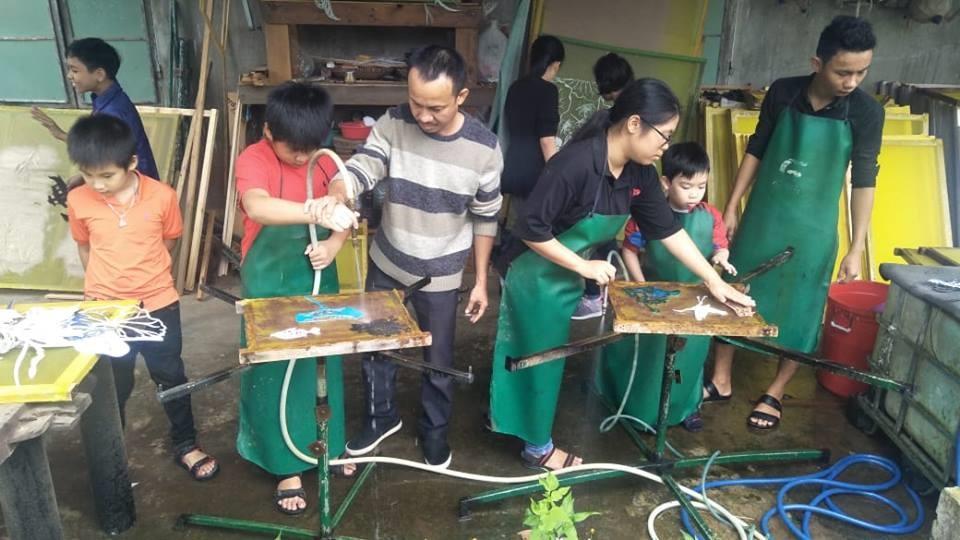 Làm tranh giấy dừa đang được mở rộng tại Quảng Nam - Đà Nẵng.