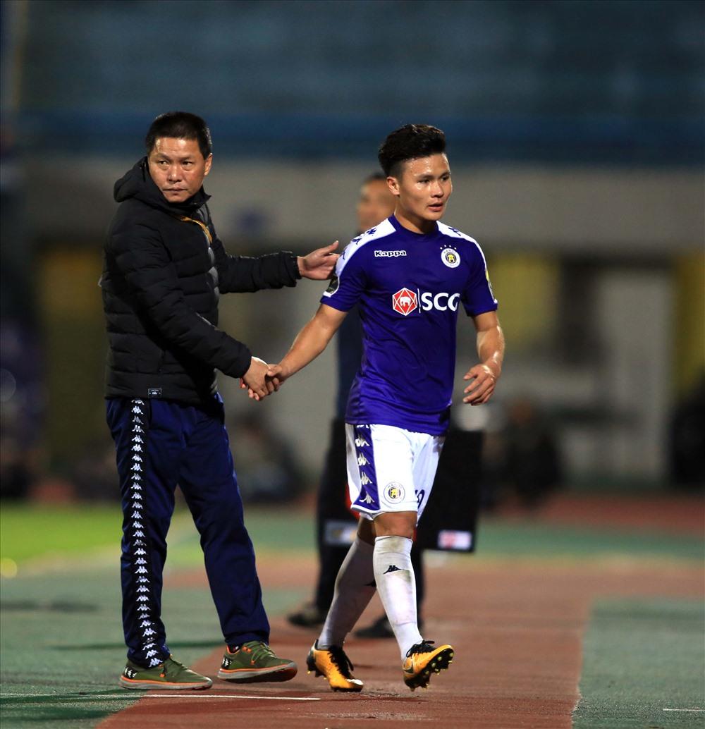 ngoài dnah hiệu CLB Xuất sắc nhất, HLV Chu Đình Nghiêm còn là HLV xuất sắc nhất thàng và Quang Hải là tiền vệ chơi hay nhất trong tháng 4.