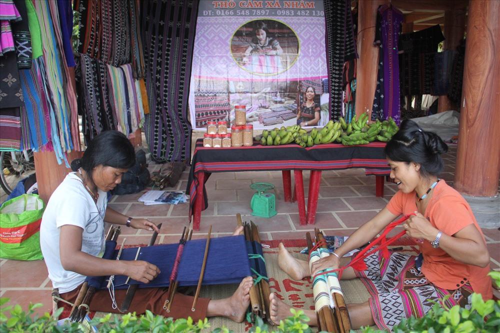 Trải nghiệm ẩm thực, các đặc sản của phiên chợ vùng cao.