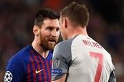 Messi bị Milner phạm lỗi thô bạo để báo thù ở trận Barca gặp Liverpool