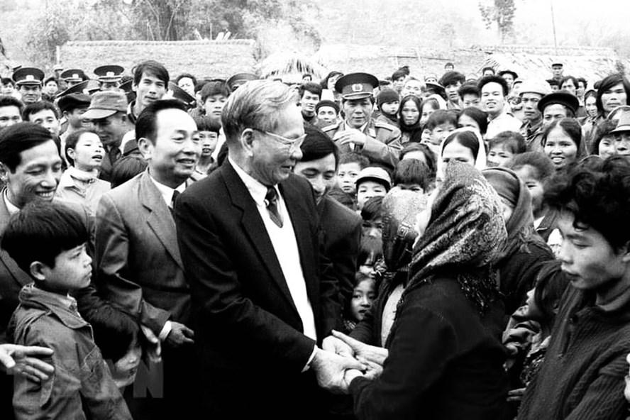 Chủ tịch Nước Lê Đức Anh thăm Công ty Xi măng Bỉm Sơn (Thanh Hóa), ngày 29.12.1994. (Ảnh: Cao Phong/TTXVN)