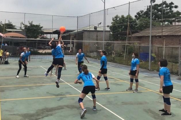 Nội dung thi đấu bóng chuyền hơi nữ.