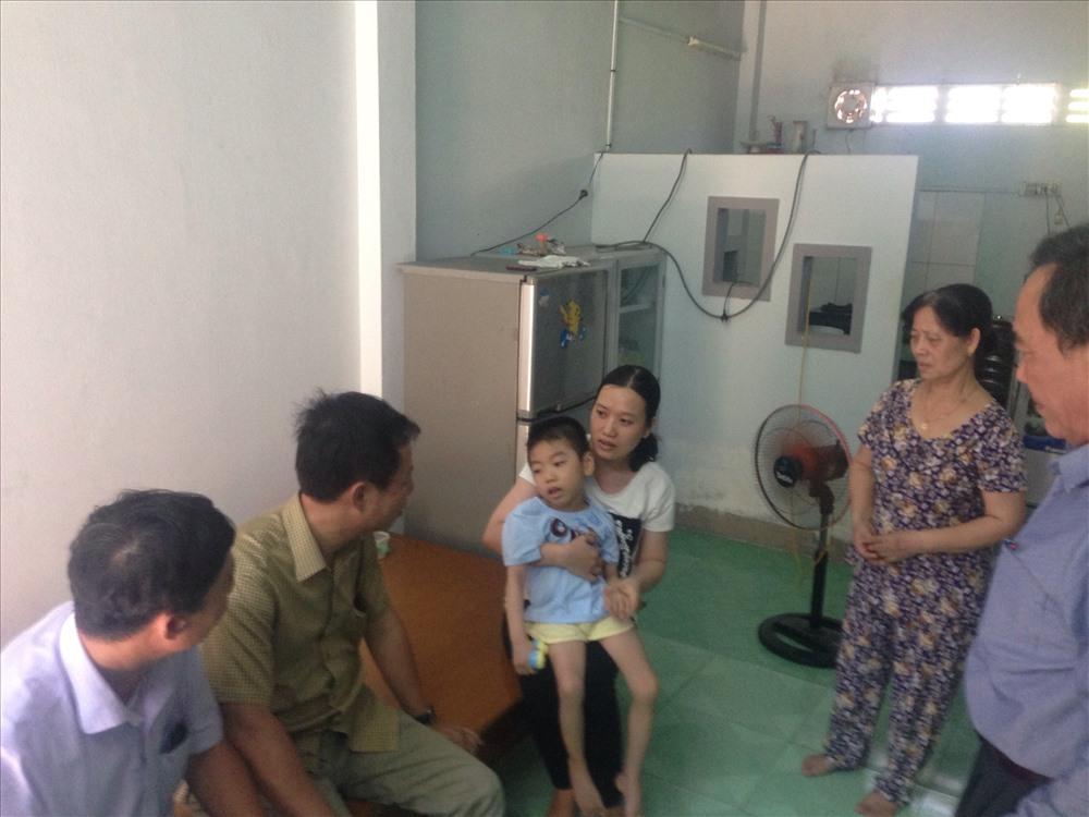 Thăm hỏi, chia sẻ, động viên gia đình CNLĐ có hoàn cảnh khó khăn Cung đường Hoà Trinh (Công ty CPĐS Thuận Hải)