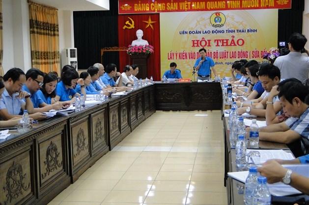 Đồng chí Bùi Xuân Vinh – Chủ tịch LĐLĐ tỉnh chủ trì Hội thảo