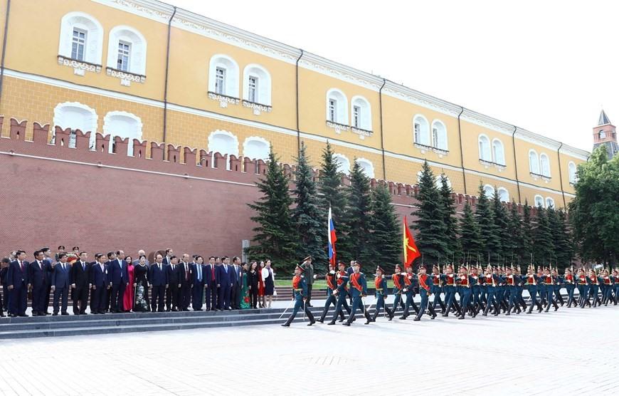 Đội quân danh dự diễu binh chào mừng Thủ tướng Nguyễn Xuân Phúc và Phu nhân cùng đoàn đại biểu cấp cao Việt Nam. Ảnh: TTXVN