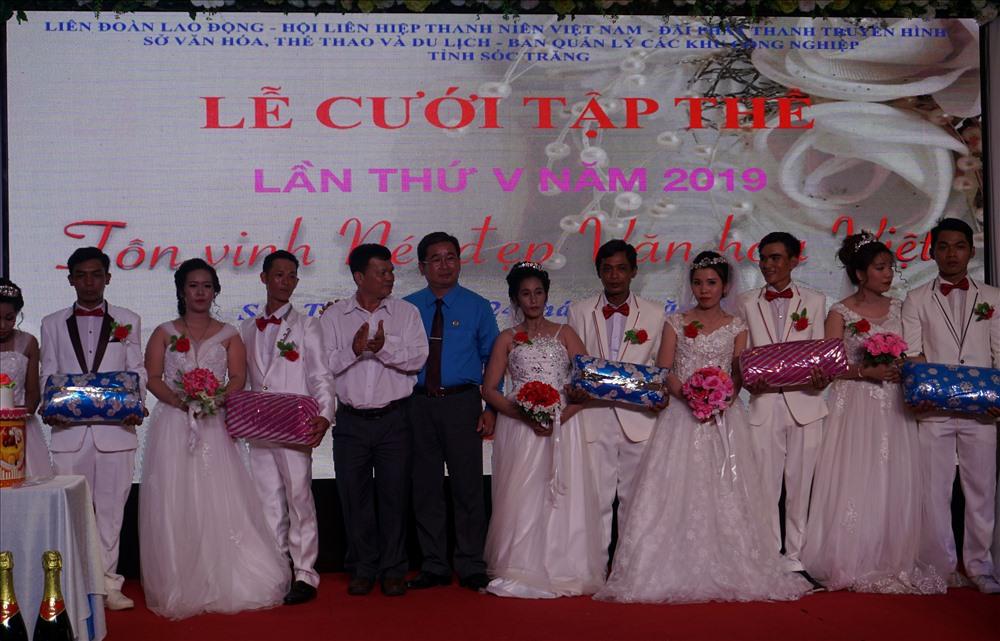 7 cặp đôi được LĐLĐ tỉnh Sóc Trăng tặng nhiều phần quà có ý nghĩa