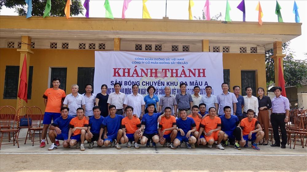 Khánh thành sân bóng chuyền Cung đường Mậu A (huyện Văn Yên, tỉnh Yên Bái) do Công đoàn ĐSVN hỗ trợ kinh phí