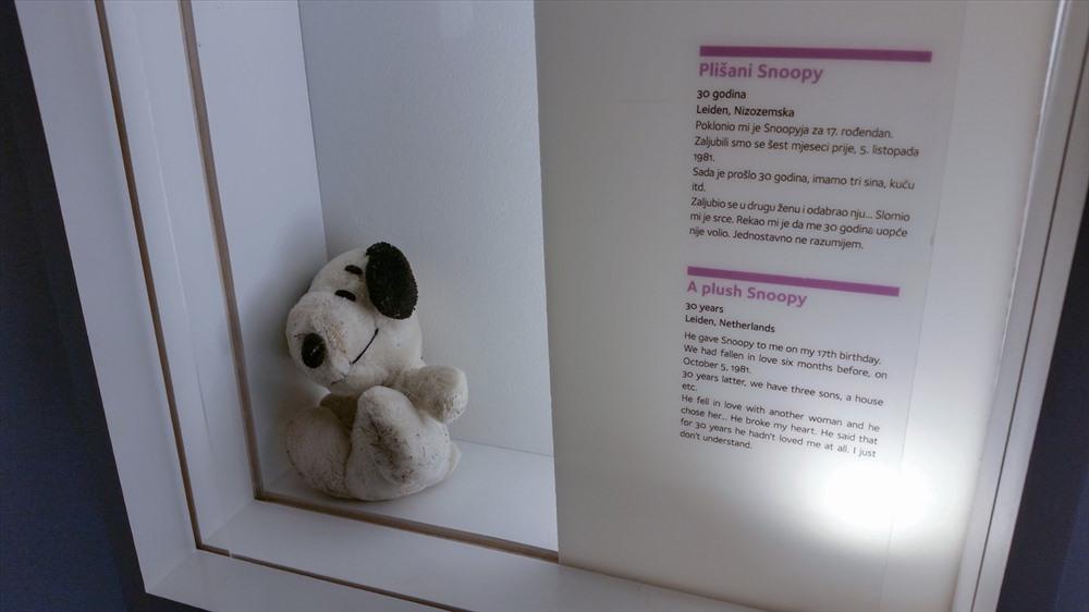 Nơi trưng bày chú chó bông Snoopy bị bỏ rơi khi chia tay tại Bảo tàng mối quan hệ tan vỡ.
