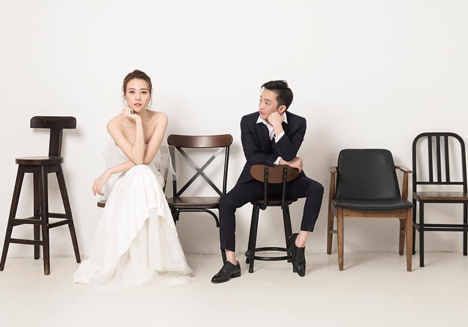 Đàm Thu Trang cũng tiết lộ về phong cách chụp ảnh cưới đơn giản. Được biết, Pông Chuẩn - bạn thân của cặp đôi làm stylist cho bộ hình cưới đặc biệt này.